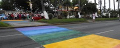 Paso Peatonal Multicolor en honor a la comunidad gay